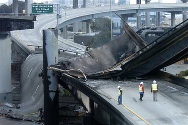 capt0e0be0a3e9124b9ebc5348c96f4fbc33highway_collapse_caoak101.jpeg