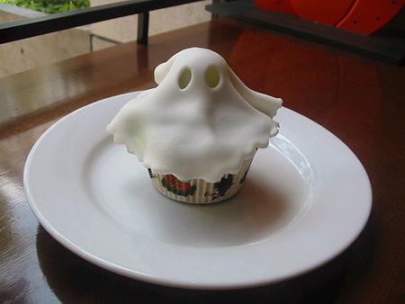 ghostcupcakeasdf.jpg