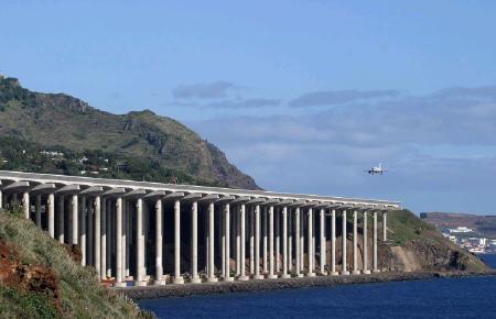 runwaypillar1.jpg