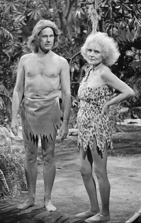 """THE TONIGHT SHOW STARRING JOHNNY CARSON -- Pictured: (l-r) Host Johnny Carson as Tarzan and actress Betty White as Jane during the 'Tarzan and the Apes"""" skit  on August 14, 1981 -- Photo by: NBCU Photo Bank"""