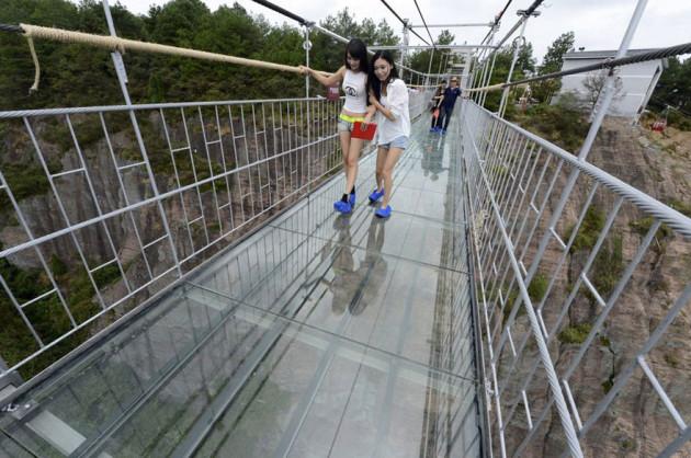 worlds-longest-glass-bridge-shiniuzhai-geopark-china-8