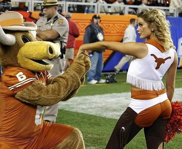 texas-longhorns-proposekisshand